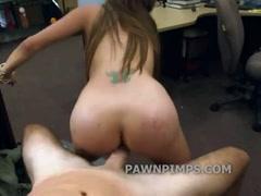 Девушку жестоко наказывают в подвале