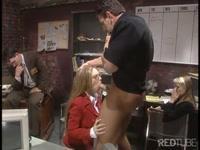 Начальник трахает очкастую секретаршу