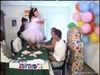 Разврат и оргия на дне рождения карликов